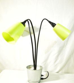 Die ausgeschaltete Leuchte Swing3 in Gelb in der Standardausrichtung