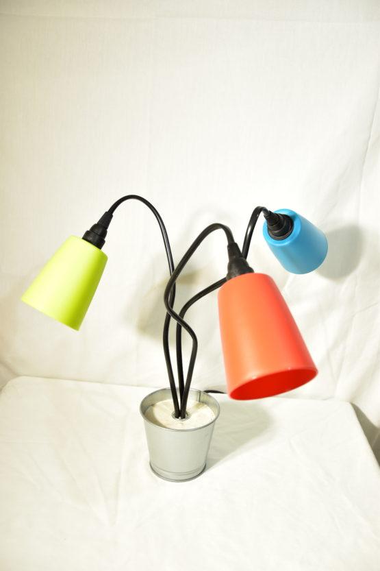 Die ausgeschaltete Leuchte Swing3 mit drei unterschiedlichen Farben