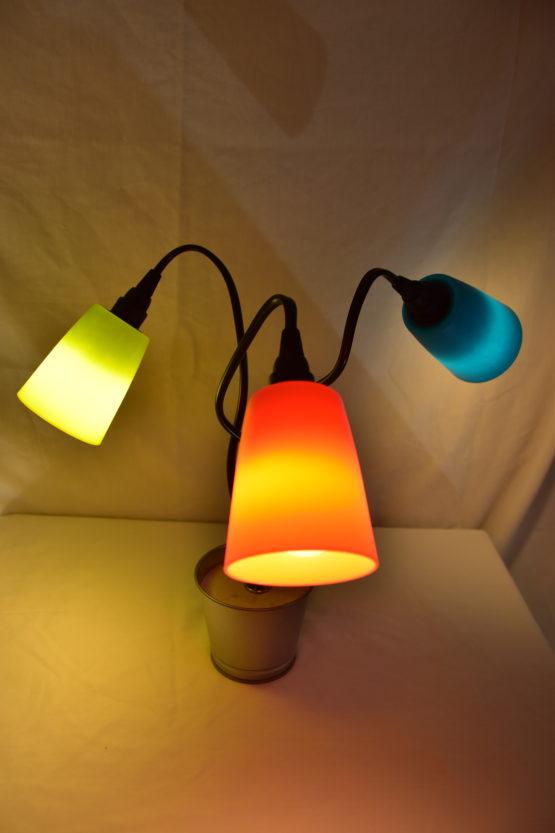 Die angeschaltete Leuchte Swing3 mit drei unterschiedlichen Farben