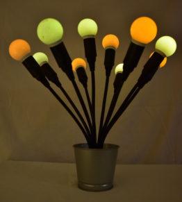 Die Swing10 angeschaltet mit Orangen und Gelben Leuchtmitteln