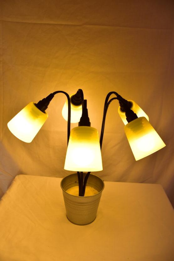 Die Leucht Swing5 angeschaltet mit gelbem Licht